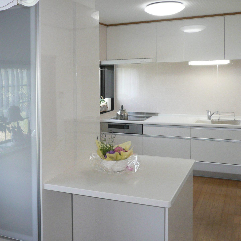 白を基調にスッキリしたキッチン